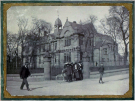 The Inverness Royal Academy in the early 20th Century fronting Stephen Street with side entrance gates. © Am baile/High Life Highland.